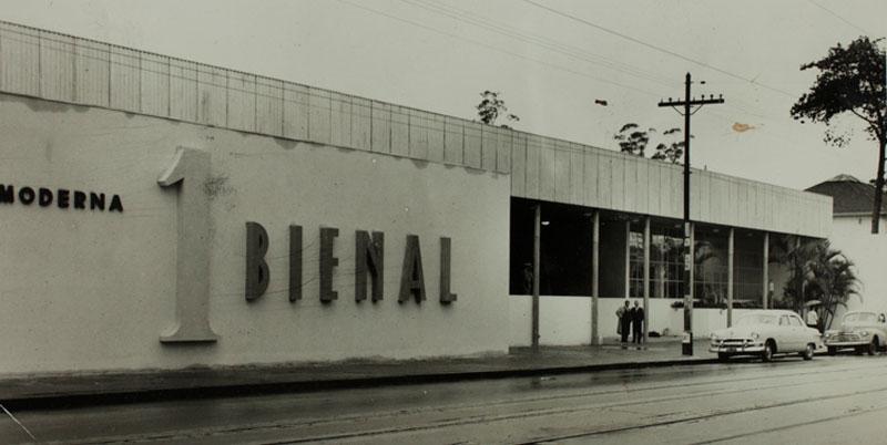 Fachada do Trianon, onde foi inaugurada a 1ª Bienal do Museu de Arte Moderna de São Paulo