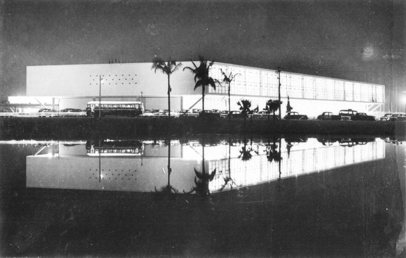 Sede da 2ª Bienal, o Palácio das Nações (atual Pavilhão Padre Manoel da Nóbrega, sede da prefeitura até 1992, e que hoje abriga o Museu Afro Brasil)