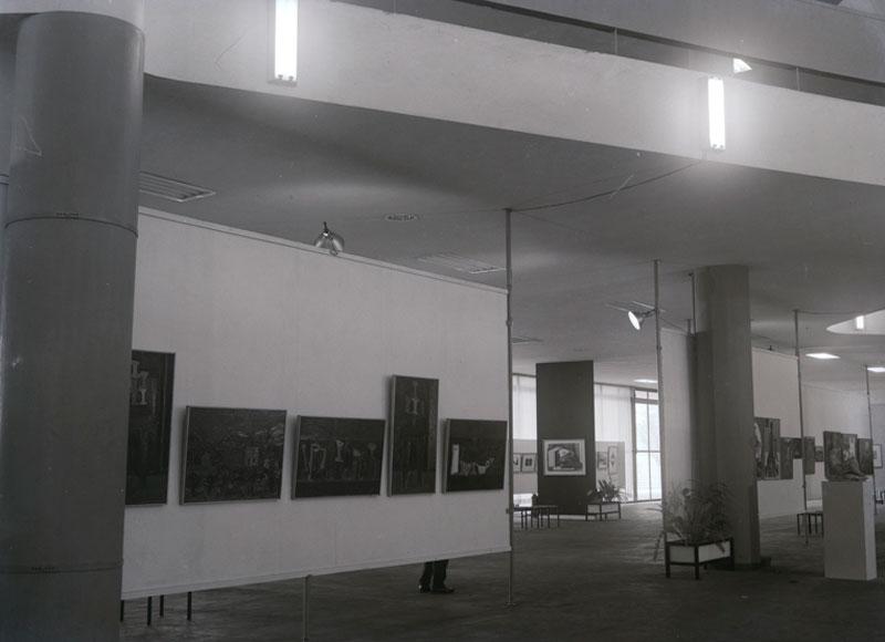 Vista da Sala Brasil com obras de Iberê Camargo