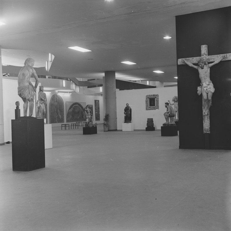 Vista parcial da Sala Especial: Barroco Missioneiro, representação do Paraguai na 6ª Bienal