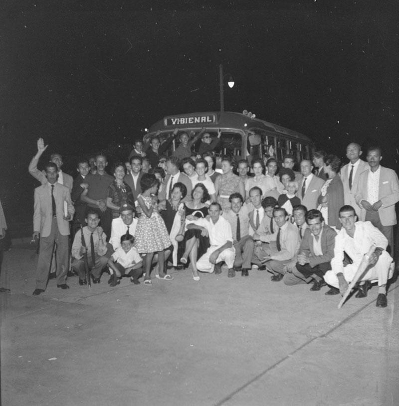 Confraternização dos funcionários do MAM-SP. Ao centro, o montador Guimar Morelo