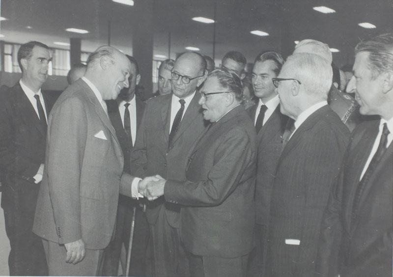 Abertura da 8ª Bienal com as presenças do presidente Castelo Branco, Francisco Matarazzo Sobrinho e Paulo Mendes de Almeida