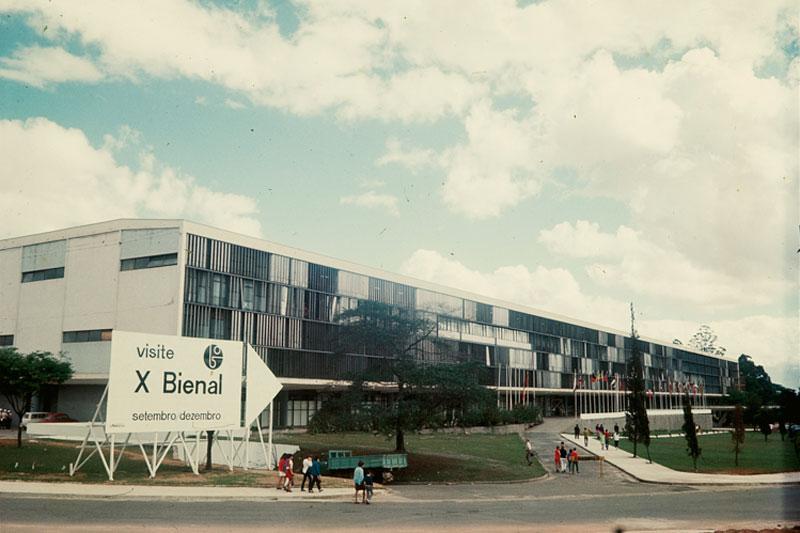 Fachada da 10ª Bienal