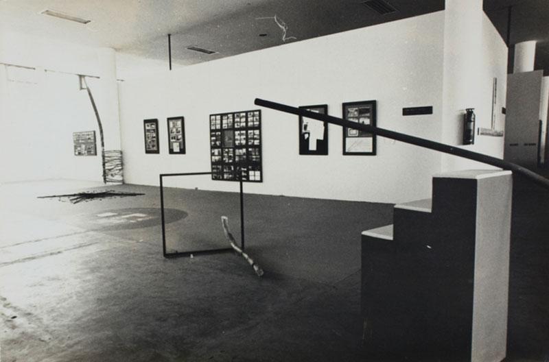 Vista da 14ª Bienal com vista para obra da Equipe Arte/Ação: Francisco Inarra e Genilson Soares, Ação