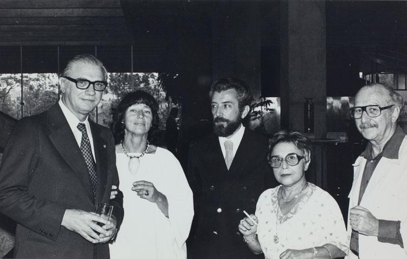 Abertura da 15ª Bienal com as presenças do arquiteto José Sommer Ribeiro, diretor da Fundação Gulbenkian, e do artista Anatol Wladyslaw