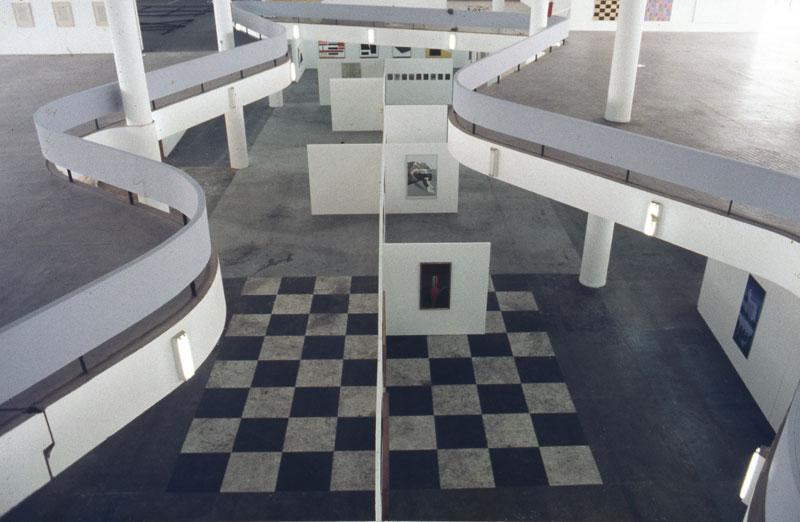 Vão central da 16ª Bienal em montagem