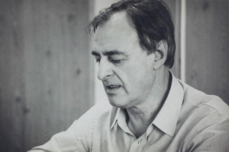 O curador Walter Zanini durante reunião da comissão internacional para a organização da 16ª Bienal