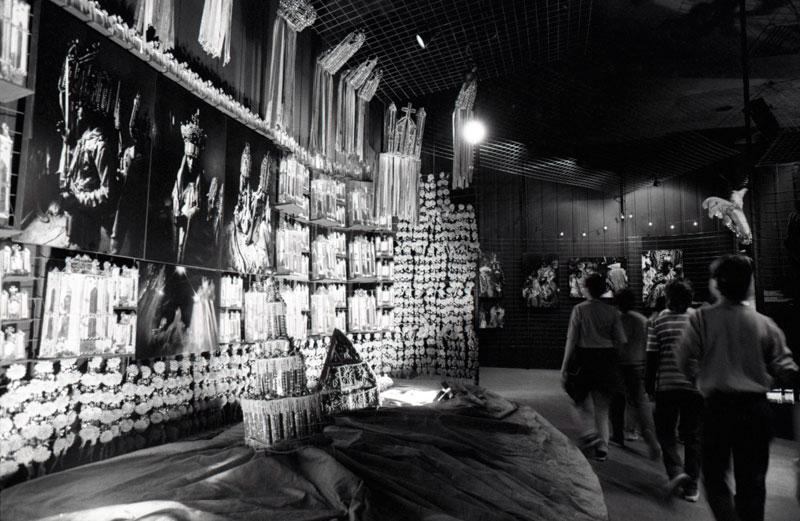 Público visita a Exposição Especial O Turista Aprendiz, na 18ª Bienal