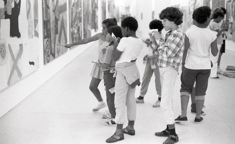 Atividade educativa na 18ª Bienal proposta pela Exposição Especial: A CRIANÇA E O JOVEM NA BIENAL