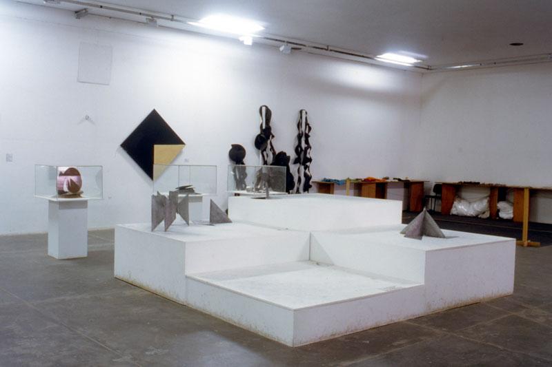 Vista parcial da 22ª Bienal com destaque para a série de Lygia Clark, Bichos, em sala especial dedicada à artista