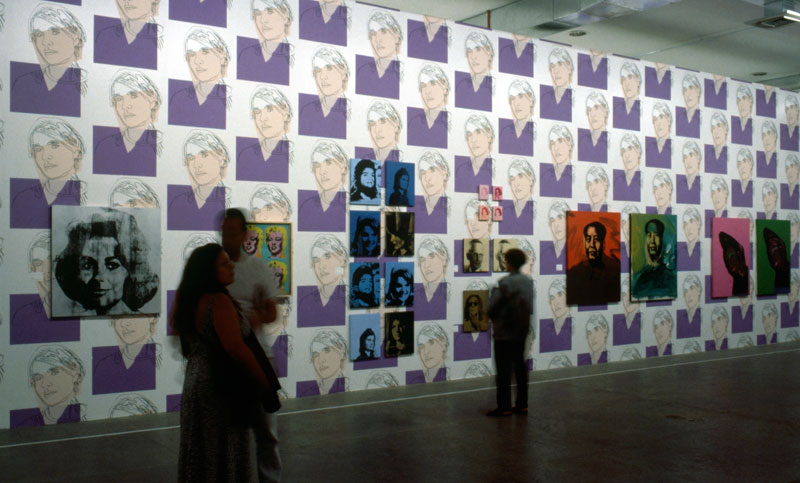 Vista da Sala Especial: Andy Warhol, com suas obras Liz, Four Marylins [Quatro Marylins], Jackie e Mao
