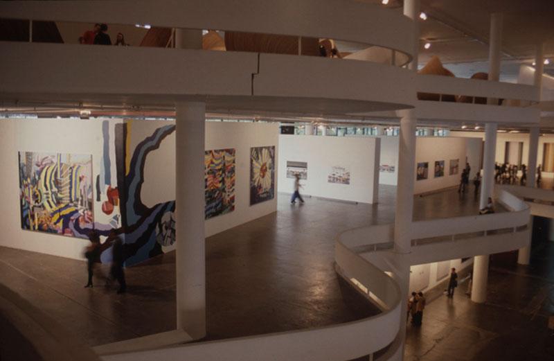 Vista da 25ª Bienal com obra de Franz Ackermann, All The Places I've Ever Been [Todos os lugares onde já estive], na seção Cidades - Berlim