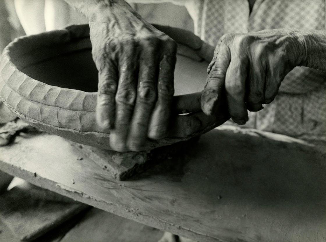 Plácido de Campos Júnior. Artesanato em cerâmica [Ceramic craftsmanship], Vale do Ribeira, 1980. Coleção Collection] Museu da Imagem e do Som, São Paulo