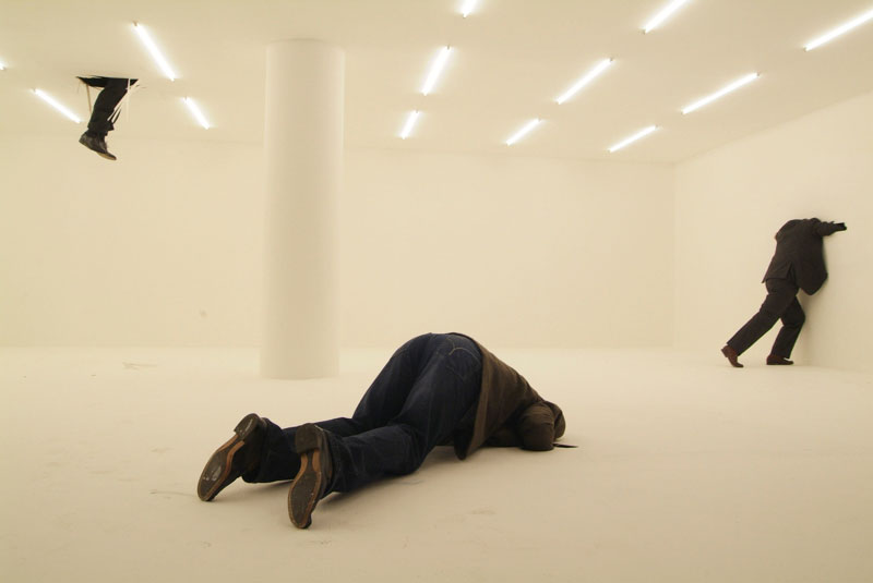 Monica Bonvicini, No head man [Homem sem cabeça]