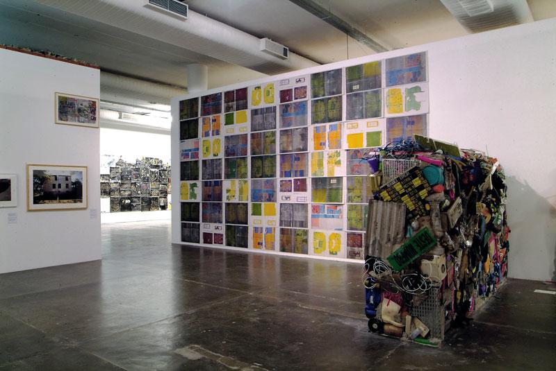 Vista parcial da 27ª Bienal com destaque para obras de Gordon Matta-Clark