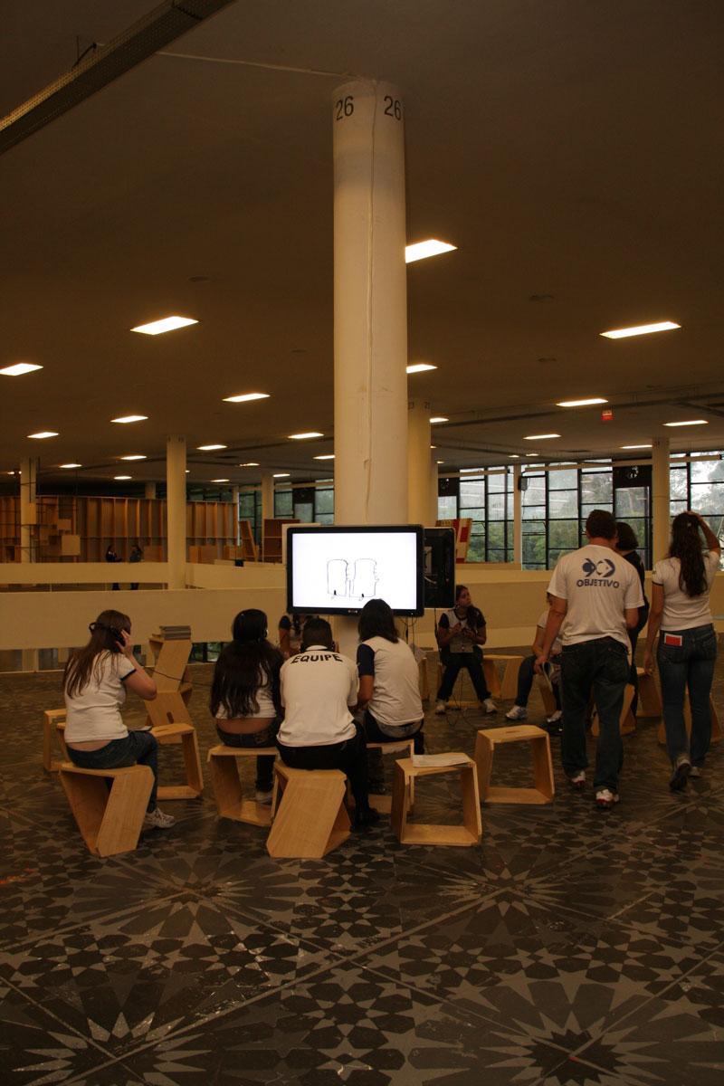 Atividade educativa durante a 28ª Bienal