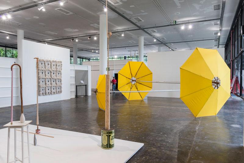 Vista parcial da 30ª Bienal com obras de Alexandre da Cunha, Public Sculpture (Obelisk I), Standing Figure (Consumers Pride), Landmark II e Gazebo IV