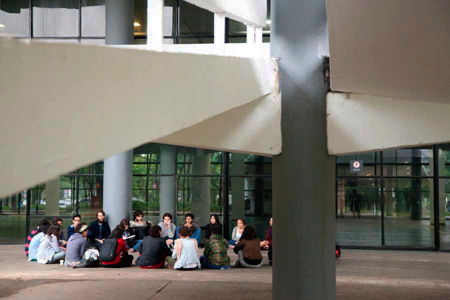 Reunião de mediadores no Pavilhão da Bienal
