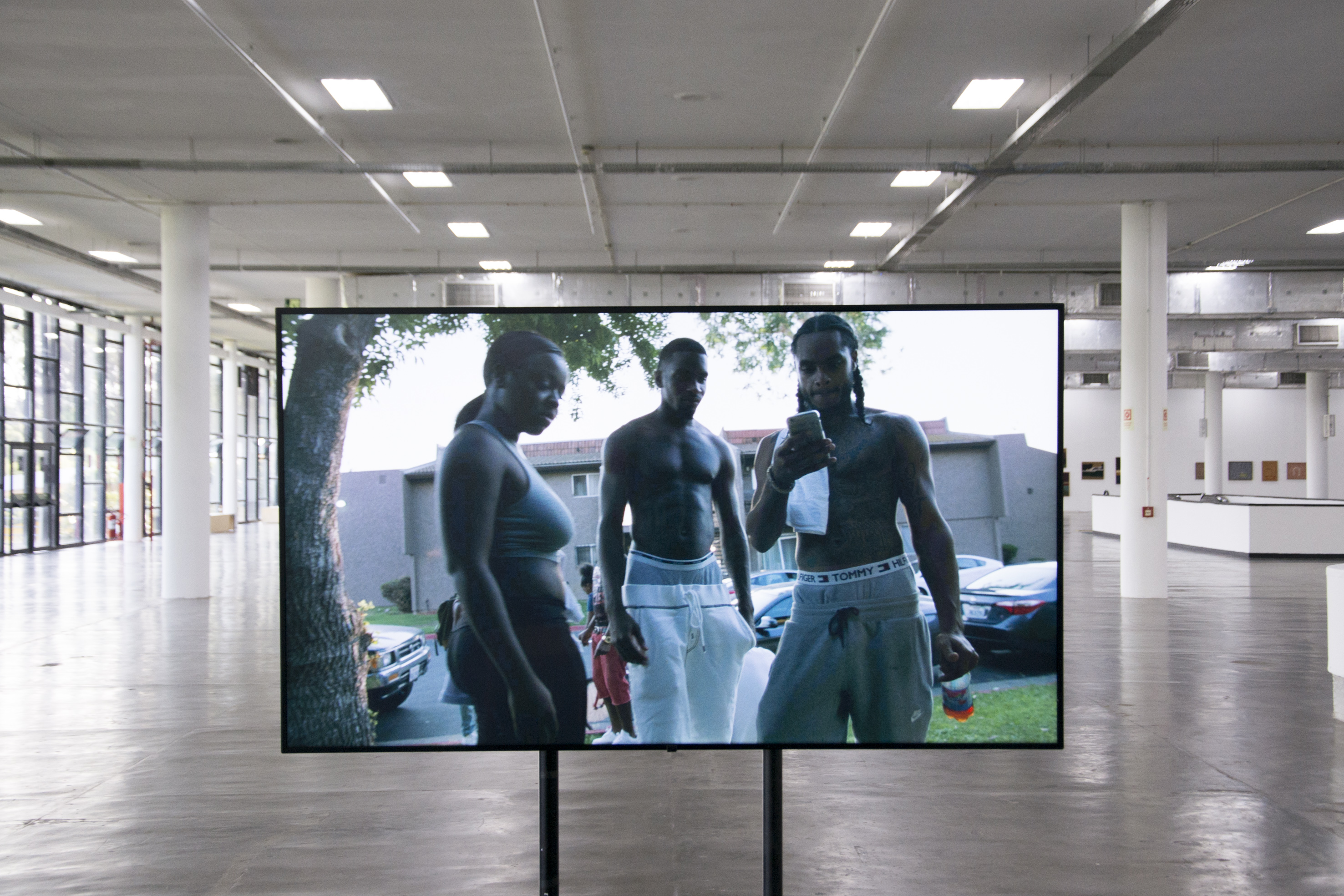 Vista da obra <i>Sem título (provisório)</i> (2018), de Deana Lawson na exposição <i>Vento</i>. Foto: Levi Fanan / Fundação Bienal de São Paulo  Sem título (provisório)