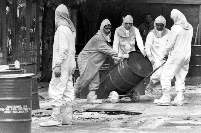 Agentes trabalham para a remoção de detritos de césio-137 durante o acidente radiológico em Goiânia, 1987. Foto: CNEN