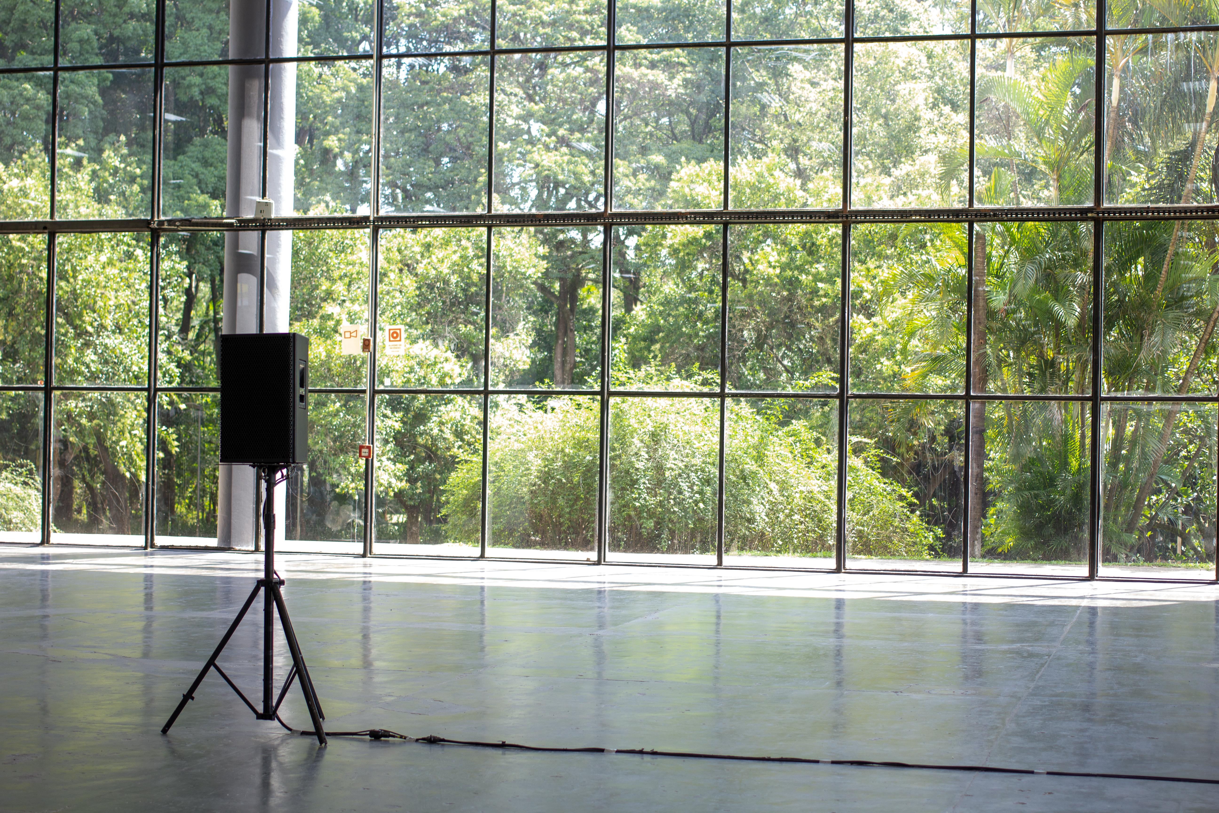 Vista da obra <i>1.680 metros</i> (2020), de Luisa Cunha na exposição <i>Vento</i>. Foto: Giovanna Querido / Fundação Bienal de São Paulo