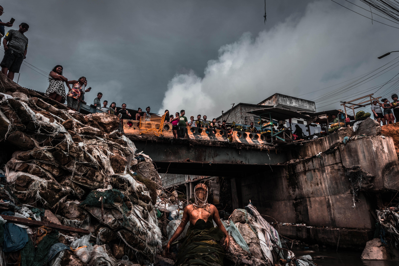Uýra, <i>Mil Quase Mortos</i> (Boiuna). Foto: Matheus Belém. Cortesia do artista