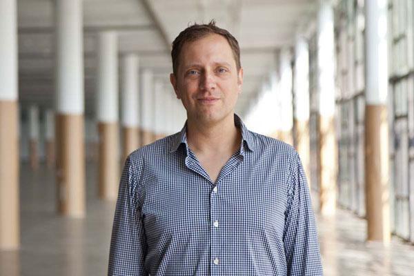 O curador Jochen Volz