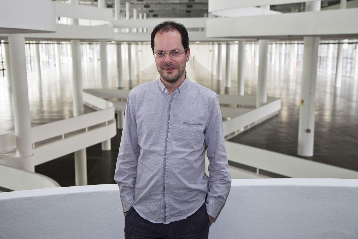 Gabriel Pérez-Barreiro visitando o Pavilhão da Bienal