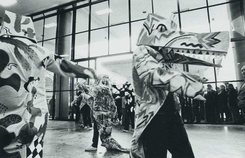 Performance de Keith Haring durante a abertura da 17ª Bienal