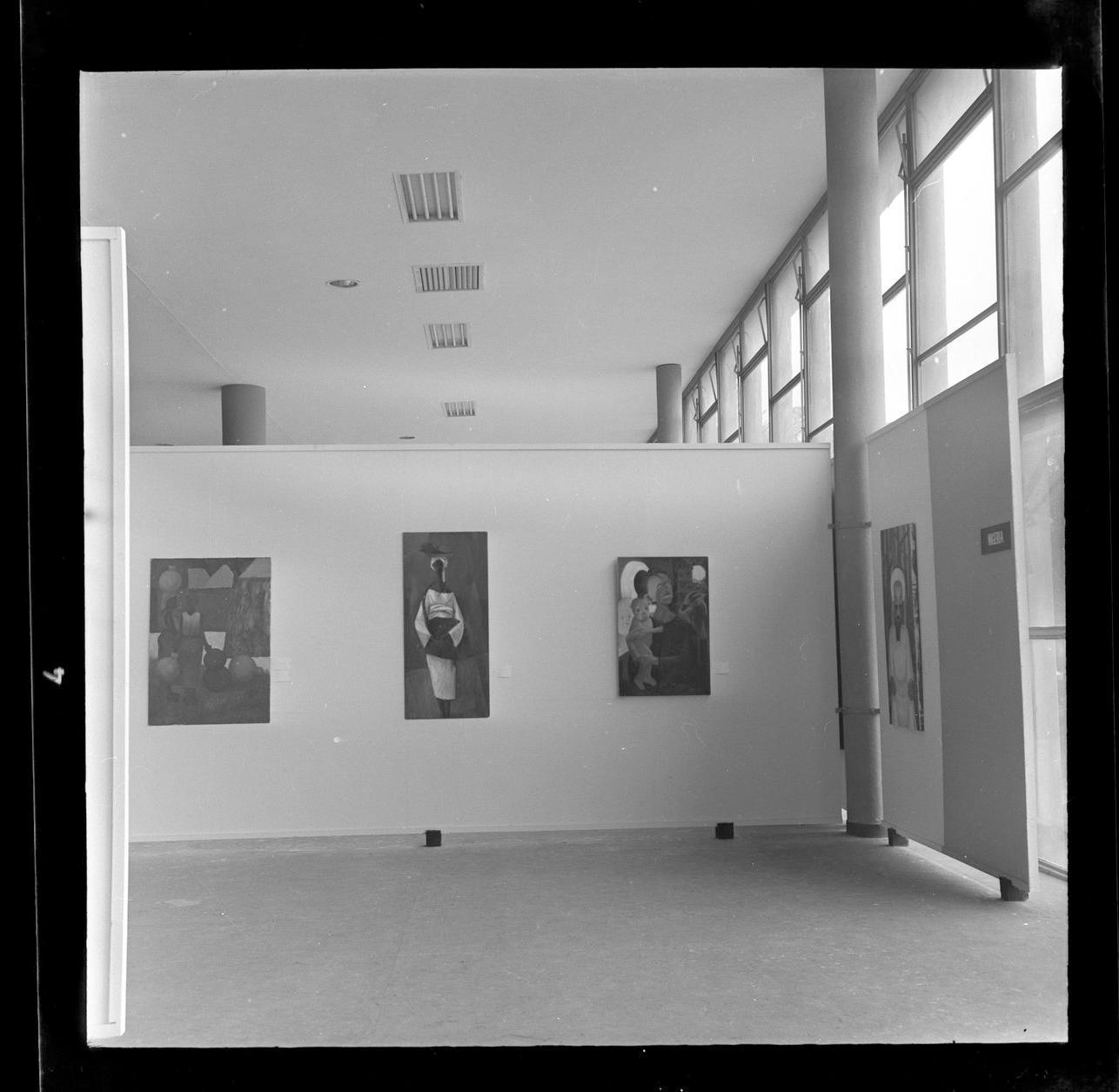 Registro da Sala da Costa do Marfim, na 6ª Bienal (1961). Foto de Athayde de Barros / Fundação Bienal de São Paulo