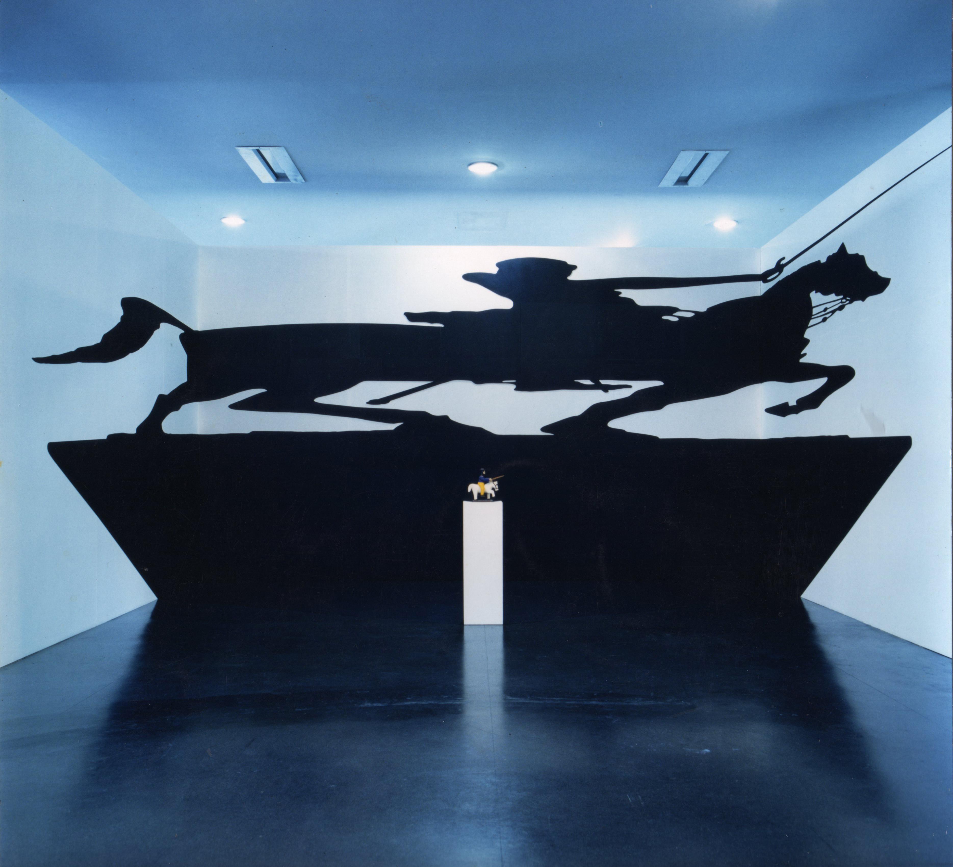 Regina Silveira, <i>Paradoxo do Santo</i>, 1994. Foto: João Musa. Cortesia da artista e Luciana Brito Galeria