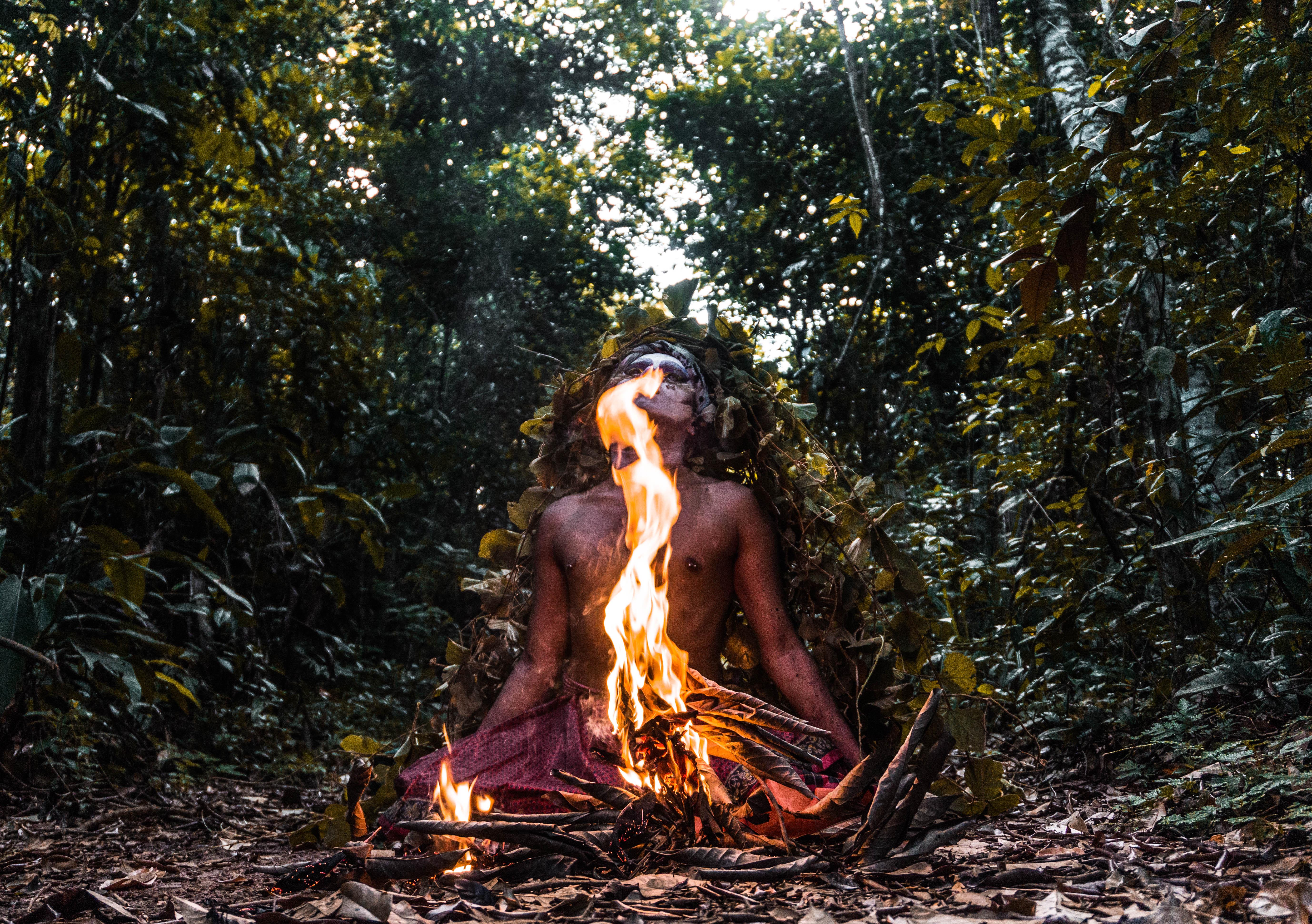 Uýra, <i>Elementar</i> (A ultima floresta - Fogo). Foto: Matheus Belém. Cortesia do artista