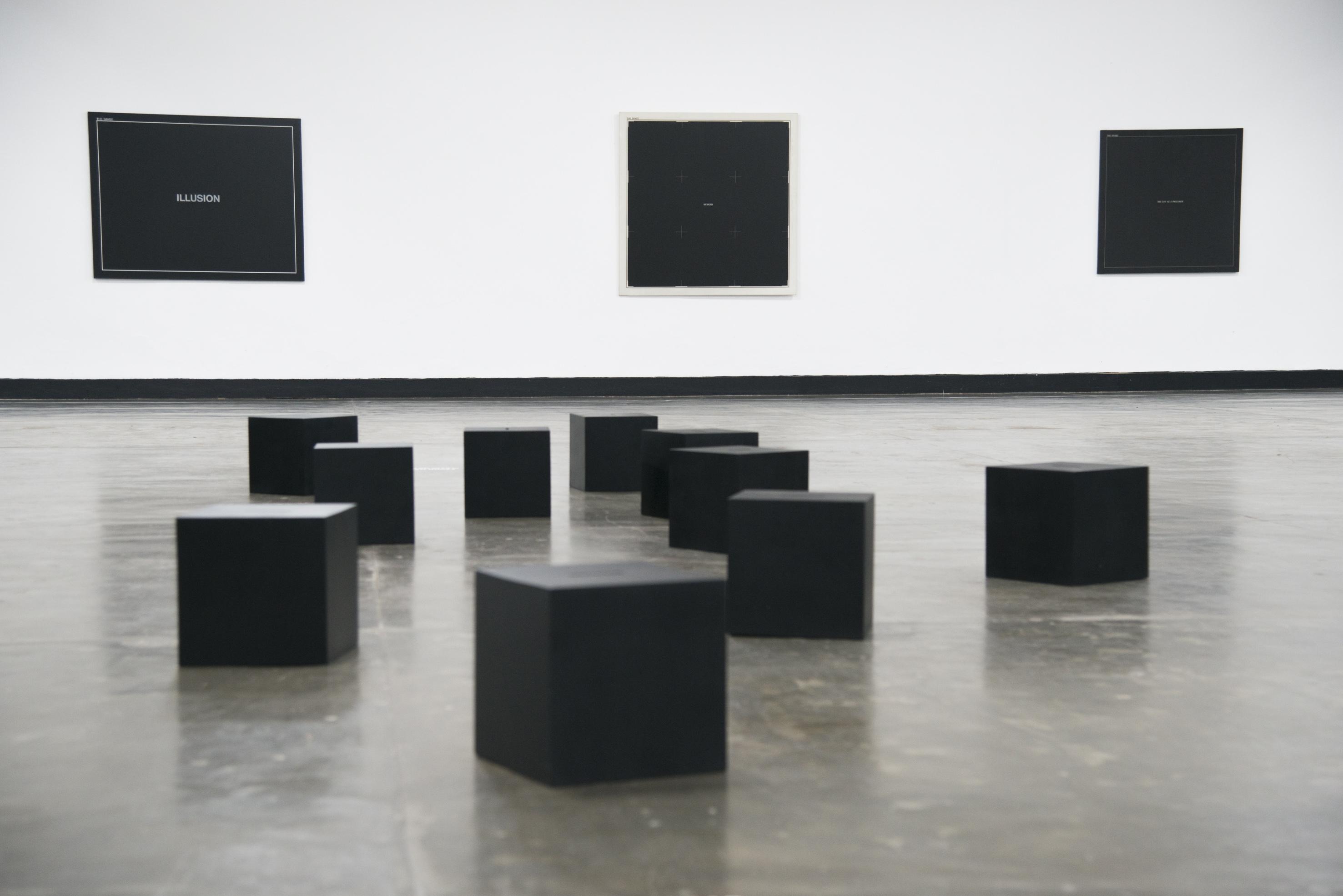Vista das obras de Antonio Dias na exposição <i>Vento</i>. Foto: Levi Fanan/ Fundação Bienal de São Paulo